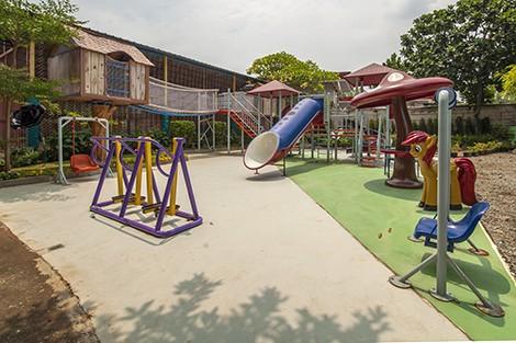 KDF Simprug. - Outdoor Playground